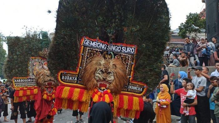 Aksi Penari Reog Ponorogo Sukses Bikin Penonton Bogor Street Festival Sibuk Berswafoto