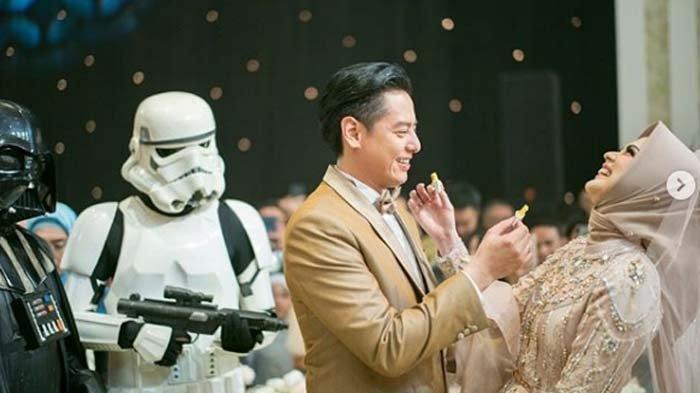 Resepsi Nikah Dihadiri Star Wars, Gaun Cut Meyriska Berhiaskan 300 Kristal Swarovski Curi Perhatian