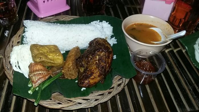 Santap Nasi Timbel Komplit Resto De'saung Bogor, Nikmatnya Hingga Suapan Terakhir