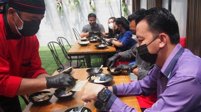 Kelas Memasak di Restoran Jendela Kaca Bogor, Peserta Diajarkan Membuat Dimsum