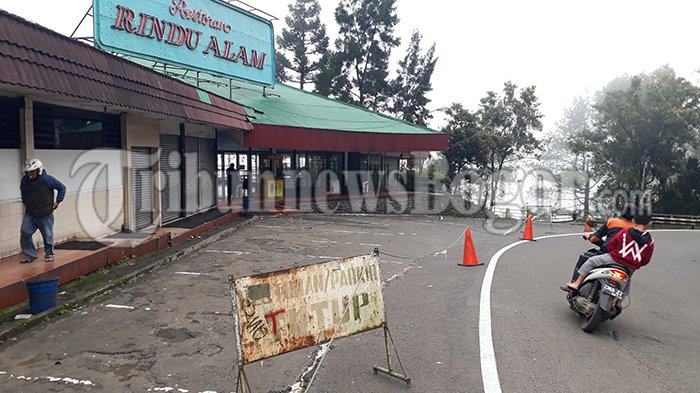 Jalur Puncak Masih Ditutup, Karyawan Restoran Rindu Alam Pilih untuk Bersih-bersih