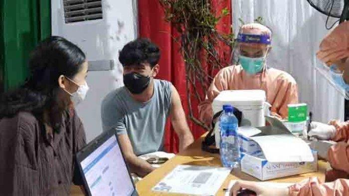 Takut Jarum Suntik, Reza Rahadian Tegang Saat Vaksin Covid-19, Begini Akhirnya