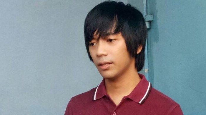 Rian DMASIV ditemui ketika hadir pada sebuah kegiatan di kawasan Tendean, Jakarta Selatan, Senin (8/1/2018).