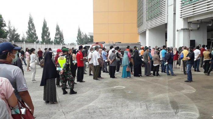 Ribuan Warga Bogor Antusias Ikut Vaksin Massal di Stadion Pakansari, Rela Antre Sampai 3 Jam