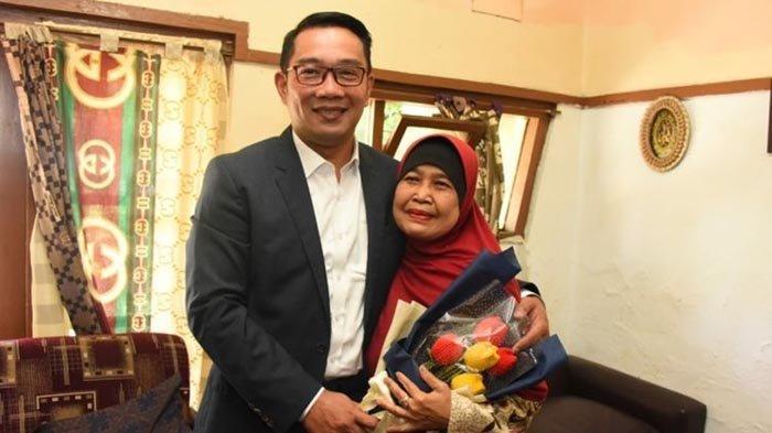Hari Guru, Ridwan Kamil Hadiahi Guru SD-nya Umroh