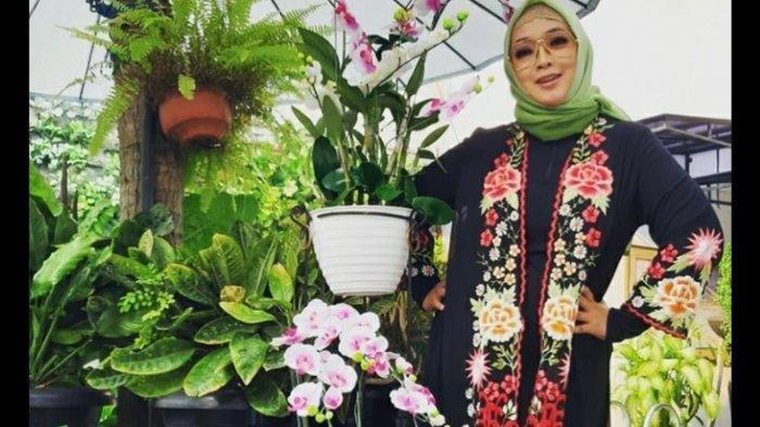 Istri Teddy Syah, Rina Gunawan turun berat badan 27 kg.