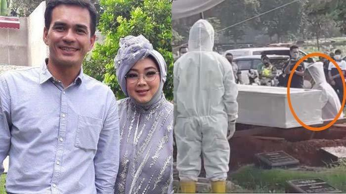 Rina Gunawan dimakamkan, Teddy Syach tahan tangis saat adzani jenazah istri