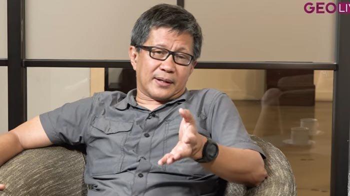 Rocky Gerung Tanggapi Momen Jokowi Puji Sandiaga Uno : Itu Disodorkan untuk Melemahkan Anies