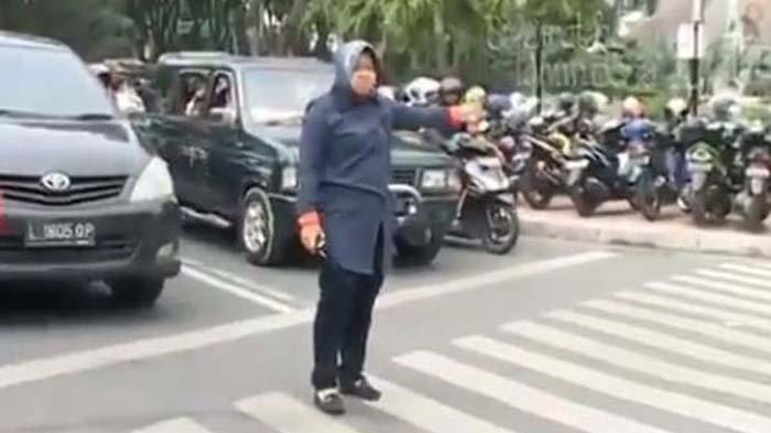 Viral Video Bu Risma Turun ke Jalan Atur Lalu Lintas, Ini Fakta Sebenarnya
