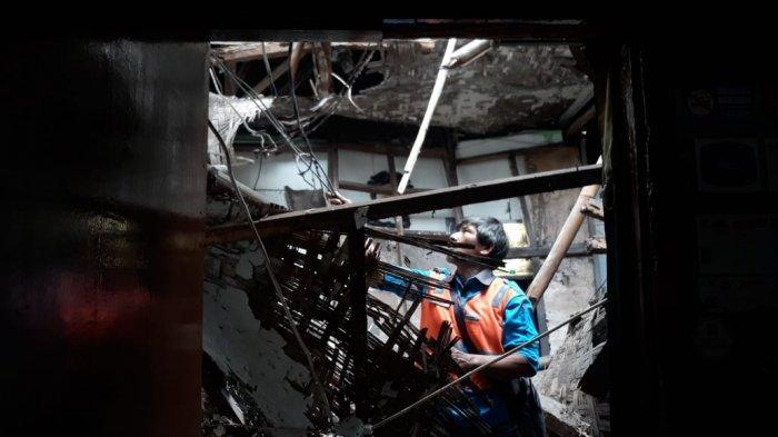 BREAKING NEWS - Rumah di Pulo Geulis Bogor Ambruk, Bayi 40 Hari Tertimpa