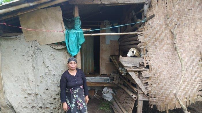 Memilukan, Rumah Dibakar Oleh Anak Sendiri, Nenek Tua ini Tinggal Satu Atap dengan Kandang Domba
