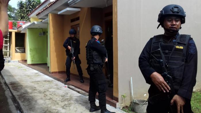 Istri Terduga Teroris Sangat Sopan Pada Warga, Tetangga Sempat Melihat Sedang Belanja Kangkung