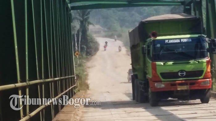 Warga Jadi Korban, Warga Rumpin Tutup Akses Jalan Khusus Truk Tambang