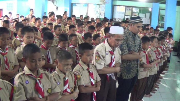Ratusan Siswa SD di Bogor Lakukan Salat Gaib untuk Almarhum BJ Habibie