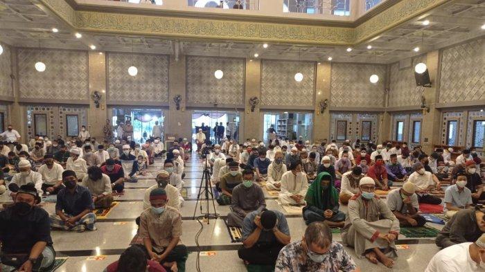 Pelaksanaan salat Idul Fitri di Masjid Raya Kota Bogor berlangsung dengan khusyuk, Kamis (13/5/2021).