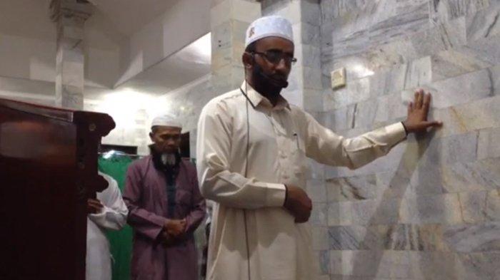 Buat Video Siaran Langsung Saat Salat, Imam dan Jamaah Musala Ini Tak Panik Saat gempa di Lombok