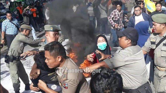 Demo Depan Balaikota Bogor, Mahasiswa Terlibat Aksi Saling Dorong dengan Satpol PP