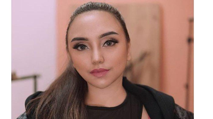 Dadanya Dikomentari Netizen Begini, Salmafina Geram Balas Menohok: Langsung Gue Lempar HP Lu !