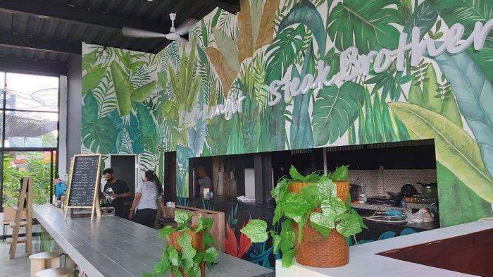 Bersantai di Resto Sangkara Garden Bogor, Nikmati Makanan dengan Pemandangan Gunung Salak