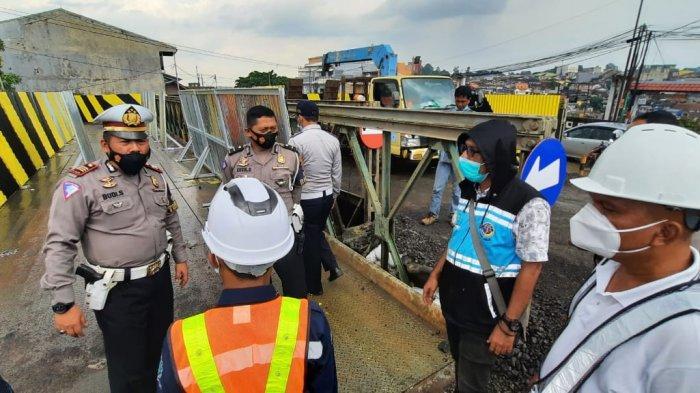 Ada Pembongkaran Jembatan, Arus Lalu Lintas di Jalan Pahlawan dan Paledang Dialihkan
