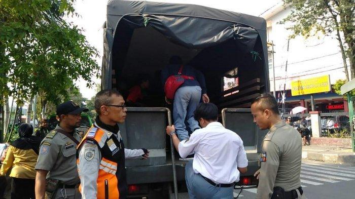 Diduga Akan Menyerang Pelajar Lain Di Dalam Angkot, 7 Siswa SMA di Bogor Diamankan Satpol PP