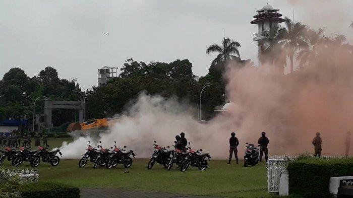 Asap Merah Mengepul di Cibinong Bogor, Petugas Berdatangan Terjunkan Alat Berat