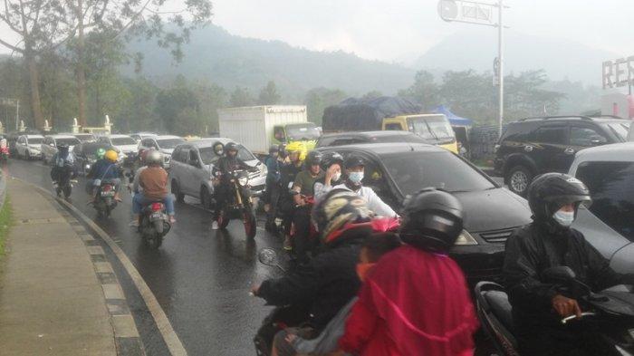 Diberlakukan Satu Arah, Lalin dari Cianjur Menuju Jakarta Padat di Jalur Puncak Bogor