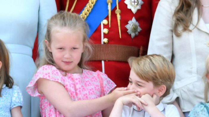 Cicit Tertua Tak Punya Gelar Kerajaan, Ini 6 Fakta Savannah Phillips Yang Bungkam Pangeran George