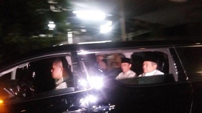SBY dan AHY Duduk Bersebelahan Ikut Iring-iringan Mobil Jenazah Ani Yudhoyono
