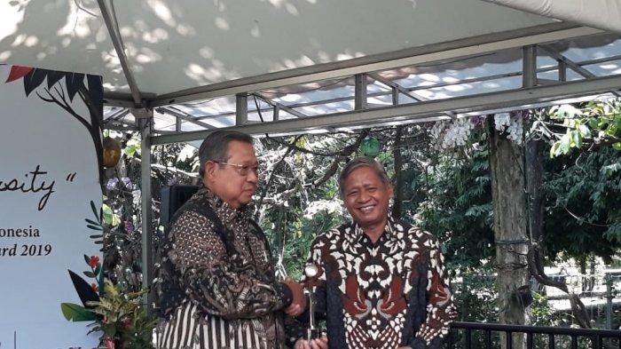 SBY Terima Penghargaan untuk Almarhumah Ibu Ani Atas Dedikasinya terhadap Lingkungan