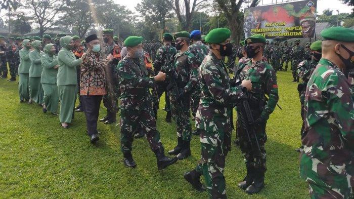 Haru dan Bangga Warnai Keberangkatan 400 Prajurit TNI Yonif 315 Garuda ke Papua
