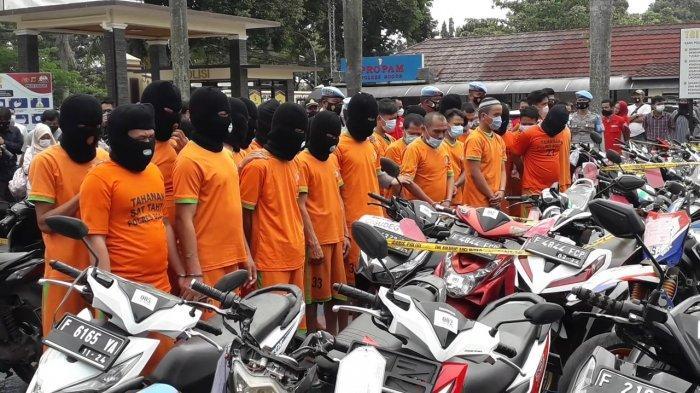 Sebanyak 60 pelaku tindak pidana pencurian kendaraan bermotor (curanmor) di wilayah Bogor dibekuk Satuan Resor Kriminal (Satreskrim) Polres Bogor.