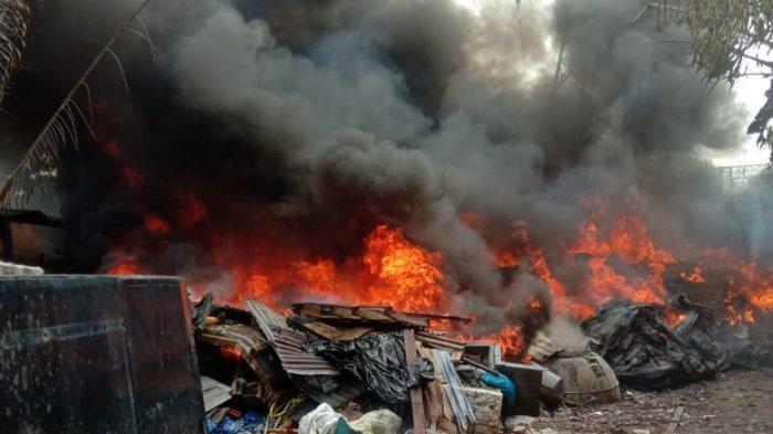 Gudang Fiberglass di Gunungputri Terbakar, Api Padam Setelah 11 Truk Damkar Diterjunkan