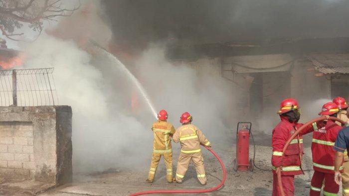 Pabrik Sabun di Klapanunggal Bogor Ludes Terbakar, 9 Truk Damkar Diterjunkan ke TKP