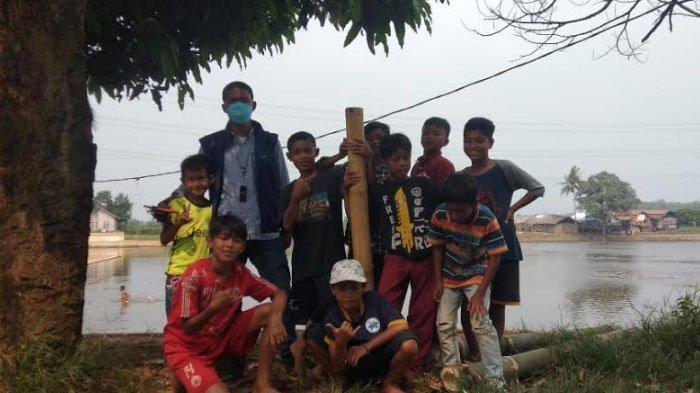 Jaga Tradisi, Bocah di Desa Cibeuteung Udik Ciseeng Bogor Ngabuburit Main Lodong