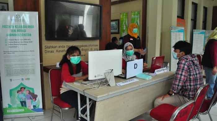 Tenaga Kesehatan Antusias Jalani Vaksinasi di Kantor Dinas Kesehatan Kota Bogor