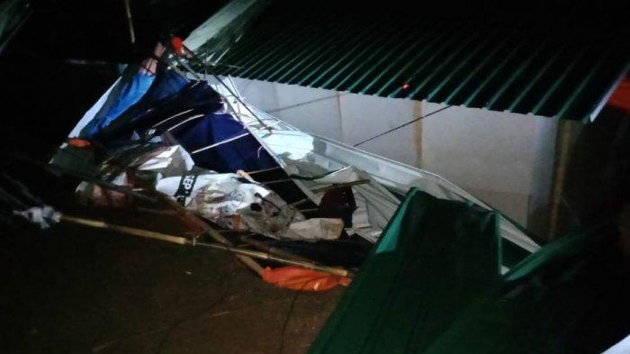 Diterjang Angin Kencang, Sejumlah Hunian Sementara Korban Bencana di Sukajaya Bogor Rusak