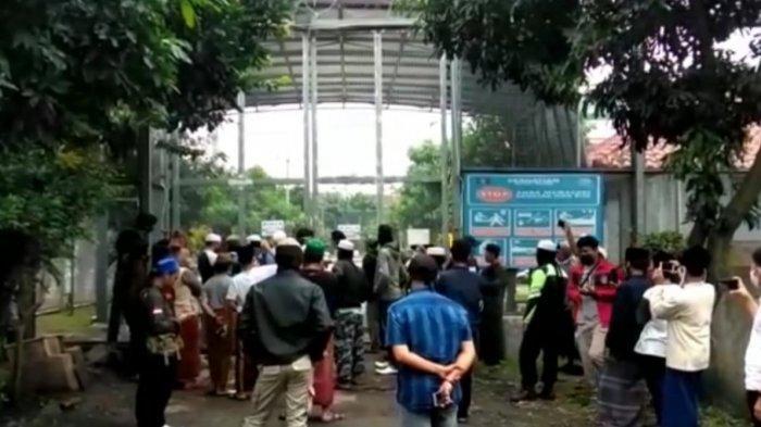 Habib Bahar bin Smith Dipindah ke Nusakambangan, Pendukung Rusak Pagar Lapas Gunung Sindur