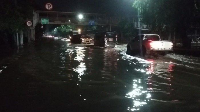 Sejumlah Ruas Jalan di Kelapa Gading Masih Terendam Banjir hingga Malam Ini