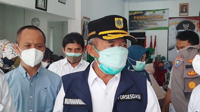 Tinjau Lokasi Vaksinasi Massal di Desa Cimanggis, Sekda Kabupaten Bogor Ingatkan Pentingnya Prokes