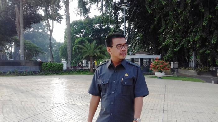 Sekda Kota Bogor Masih Setia Naik Angkot ke Kantor