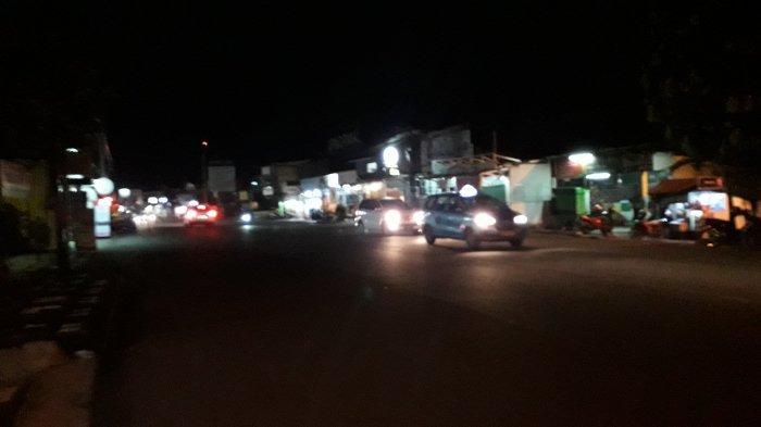 Update Lalu Lintas - Arus Kendaraan di Jalan Sukahati Cibinong Malam Ini Ramai Lancar