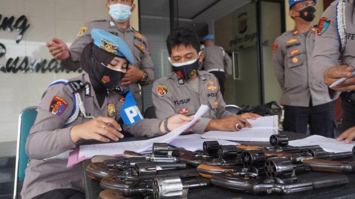 Pistol Dinas Para Anggota Polres Bogor Diperiksa Propam, Ada Apa ?