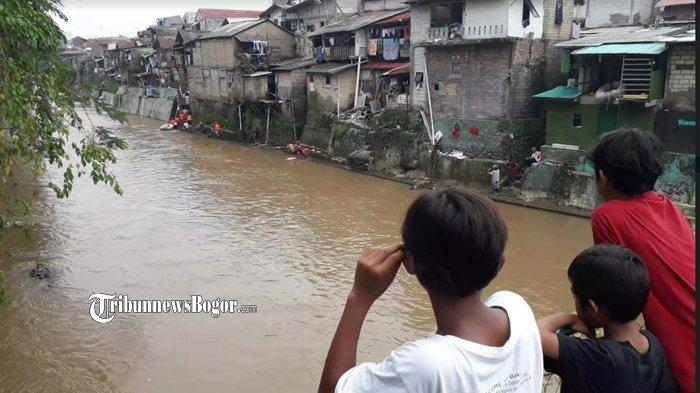 Kronologi Bocah Hanyut saat Bermain di Sungai Ciliwung Bogor, Tim Pencari Dihadang Cuaca Buruk