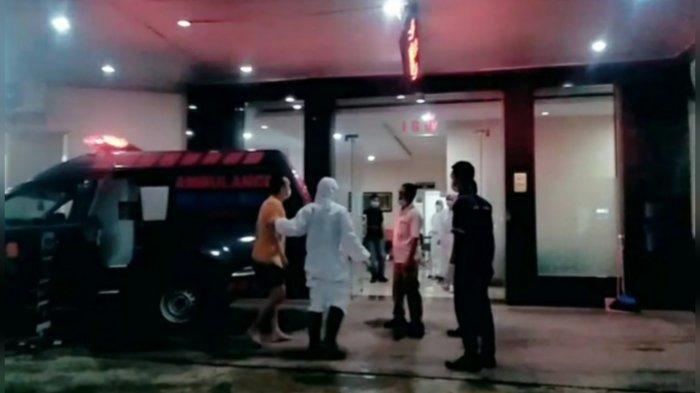 Seorang pasien Covid-19 di Bogor kedapatan berupaya kabur dari tempat isolasi pasien Covid-19 rumah sakit setelah baru 4 hari dirawat, Kamis (18/2/2021) malam.