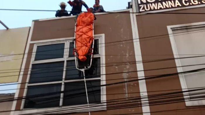 Pekerja Tewas Tersengat Listrik di Gunungputri, Korban Dievakuasi Tim Rescue dari Atas Gedung