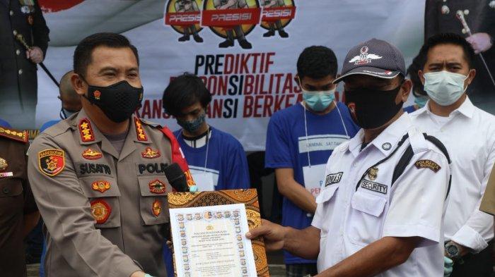 Bongkar Tempat Penyimpanan Sajam, Satpam di Bogor Dapat Penghargaan dari Kapolresta