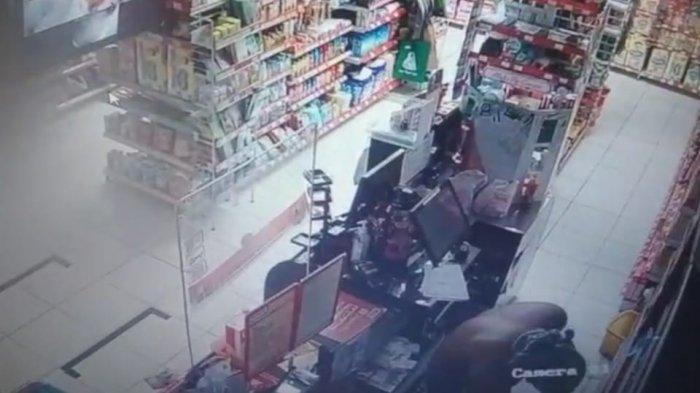 Pencuri Tanpa Busana Jebol Minimarket di Tenjo Bogor, Aksinya Terekam CCTV