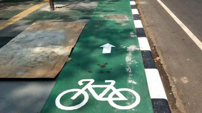 Pesepeda Tiba-tiba Jatuh Di Pedestrian dan Meninggal Dunia, Sempat Dorong Sepeda Di Tanjakan Otista