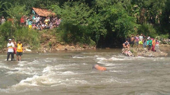 Tengah Melintas di Jembatan, Warga Cibinong Dikagetkan Sesosok Mayat Di Sungai Ciliwung